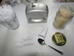 Abfuellen vom Schmerzmittel in Pulverstick Silberweidenrinde
