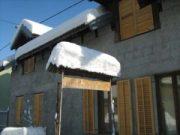 Wintereindrücke Permakultur Garten im Schnee, Reklame mit Schnee