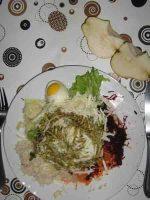 Raw Salat mit Frischmilchkäse