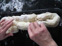 Das Pita-Originalrezept frische Krautrolle auf Blech legen