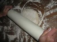 Das Pita-Originalrezept Teig ausrollen