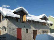 Wintereindrücke Permakultur Garten im Schnee, Haus mit Schnee