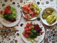 Rohköstlicher Salat mit Resten vom Vortag