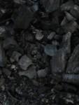 schwarze Kohle wird fein gemahlen & dazu gemischt
