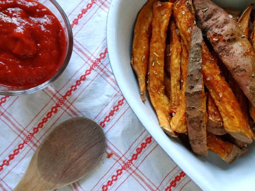 Süßkartoffelpommes mit gesundem Ketchup
