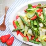 Spargelsalat mit Erdbeeren und Mango-Dressing