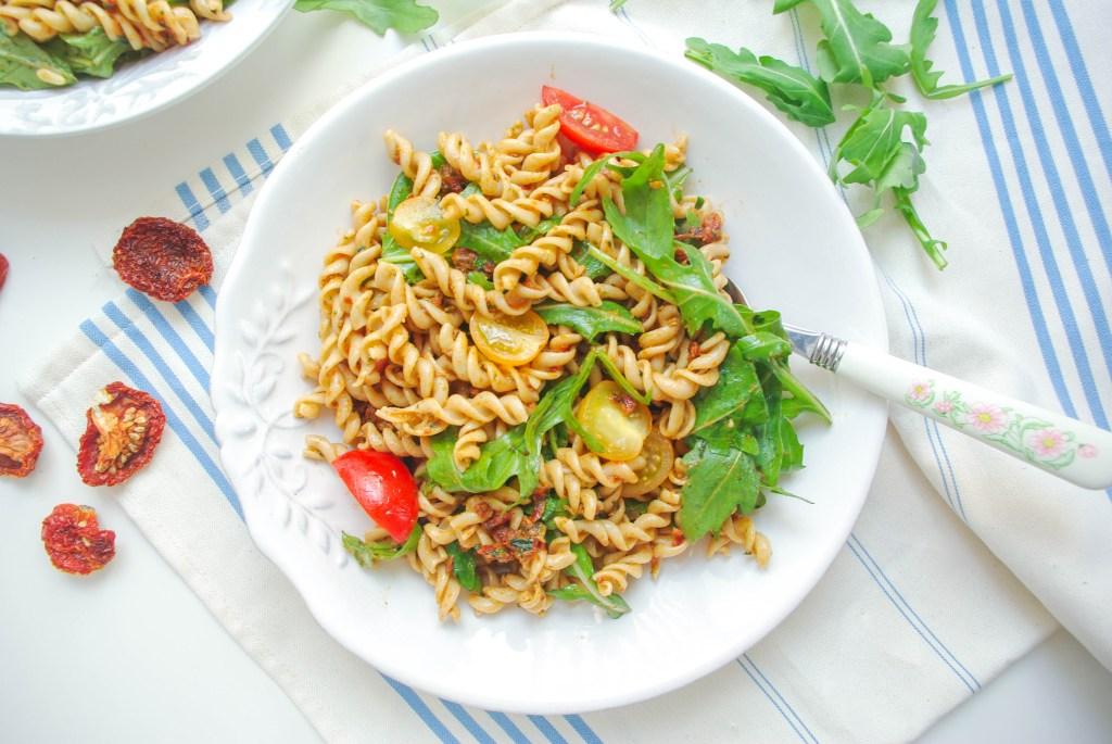 Nudelsalat mit getrockneten-Tomaten-Pesto