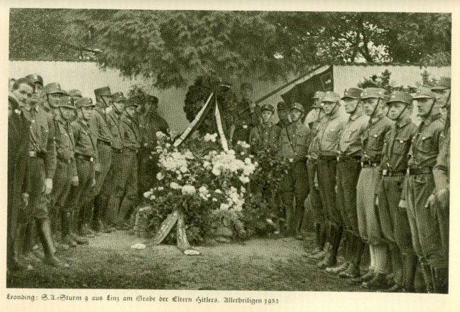 Datei:Leonding Grab der Eltern Hitlers.jpg