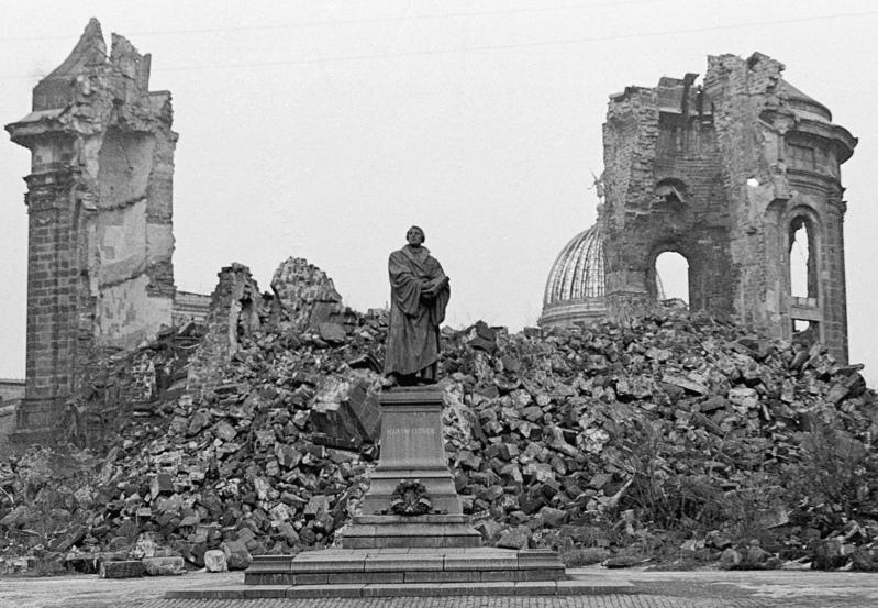 Datei:Ruine frauenkirche.jpg
