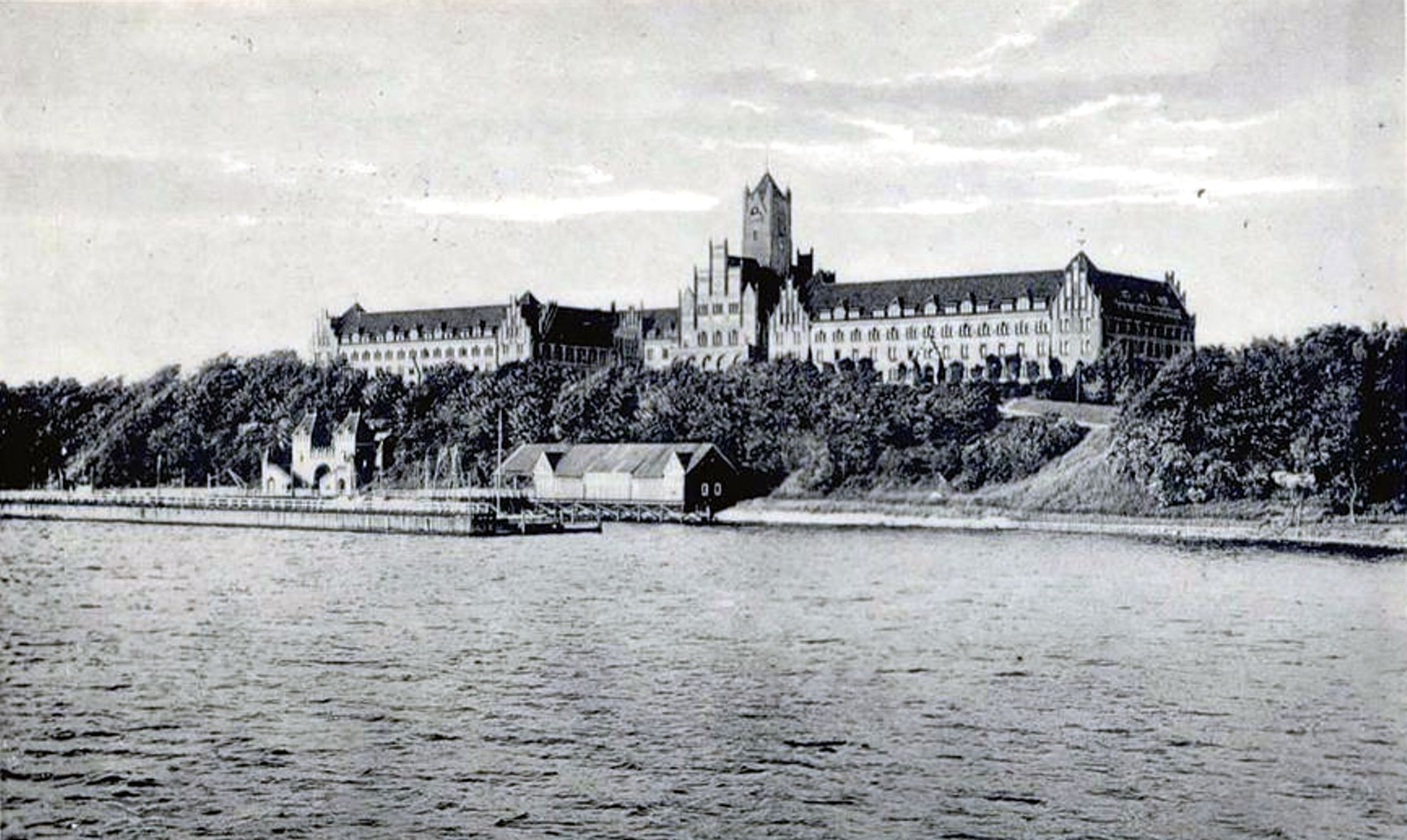 https://i2.wp.com/de.metapedia.org/m/images/7/7d/Marineschule_Flensburg-M%C3%BCrwik.jpg