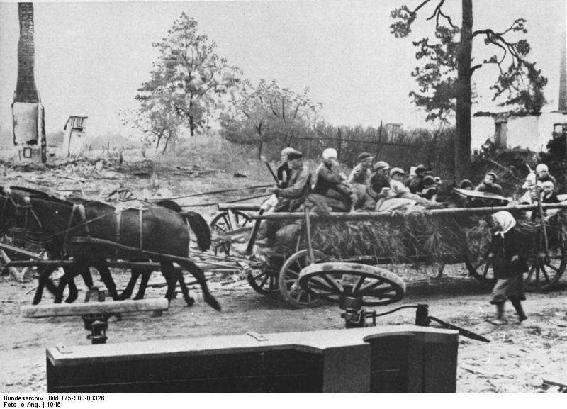 Datei:Bundesarchiv Bild 175-S00-00326, Flüchtlinge aus Ostpreußen auf Pferdewagen.jpg