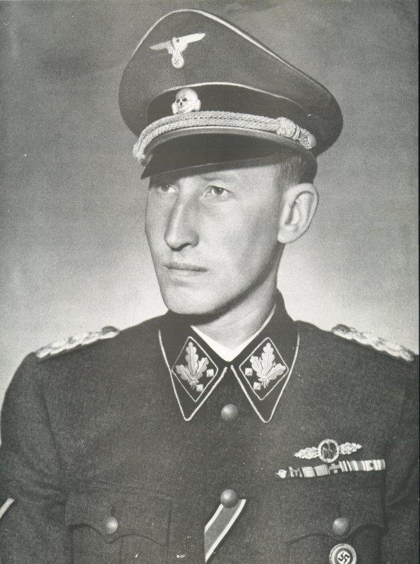 https://i2.wp.com/de.metapedia.org/m/images/b/b5/Heydrich_23.jpg