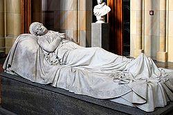 Christian Daniel Rauch, Zweite Fassung des Sarkophags für die Königin Luise von Preußen, Friedrichswerdersche.jpg