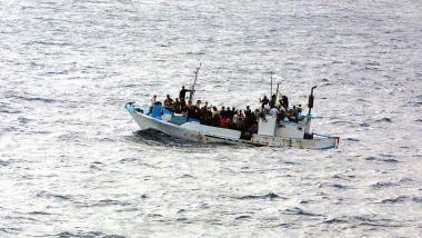 Flüchtlinge auf Boot. Bildquelle: Quartermaster, Public Domain