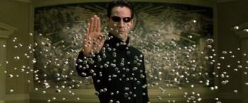 """Una scena del film """"Matrix"""", di Ana e Andy Wachowski (1999)"""