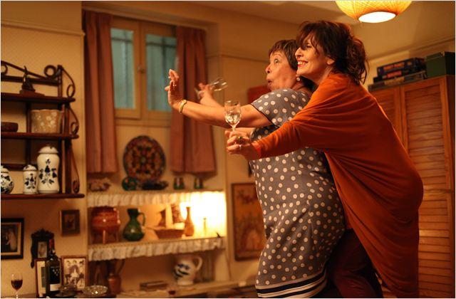 Filmszene aus 'Portugal mon amour' mit Chantal Lauby und Maria Vieira; Quelle: Filmstarts.de
