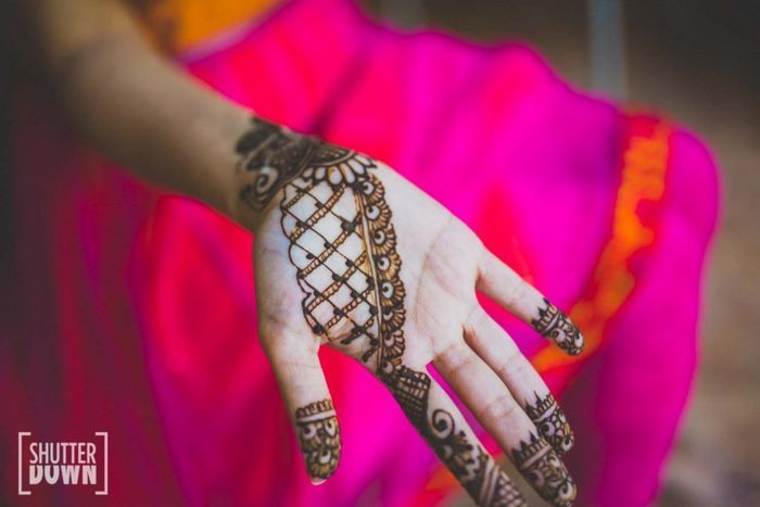 latest bridal mehandi design for the bride who loves minimal