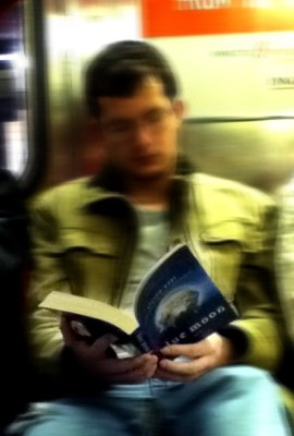 Yes, this is a random!dude reading Alyson Noel's Blue Moon. I found it on Noel's blog and it is originally from NYCSubwayGuys - a rather creepy tumblr I won't link to...