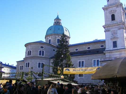 Christmas Market in Salzburg © Dead Book Darling 2013