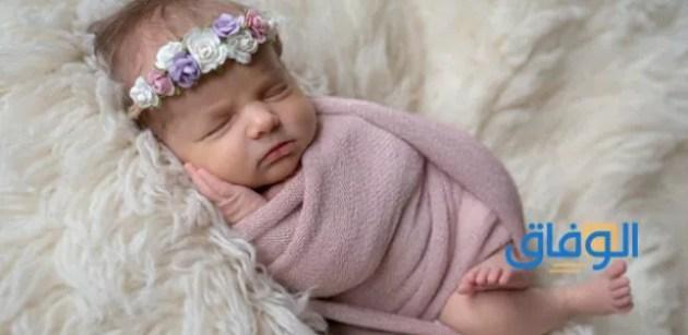 حلمت اني احمل طفلة بين يدي للعزباء