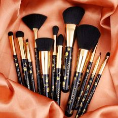 12 Pieces Professional Makeup Brushes 1