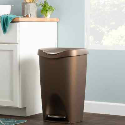 Wayfair: Stockbridge Plastic 13 Gallon Step On Trash Can Now $28.99 (Reg $40.00)