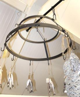Round kitchen utensil hanging rack