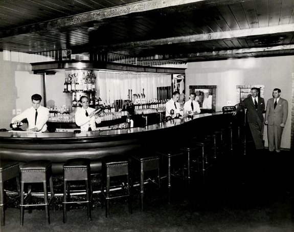 Clearman's Steak 'n Stein bar, 1946