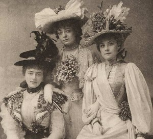 An example of Victorian fashion. Credit: Photographer unknown via Wikicommons.