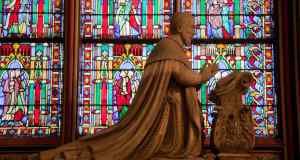 praying-statue-and-stained-glass-2