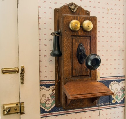 telephone-old-two-piece-v2