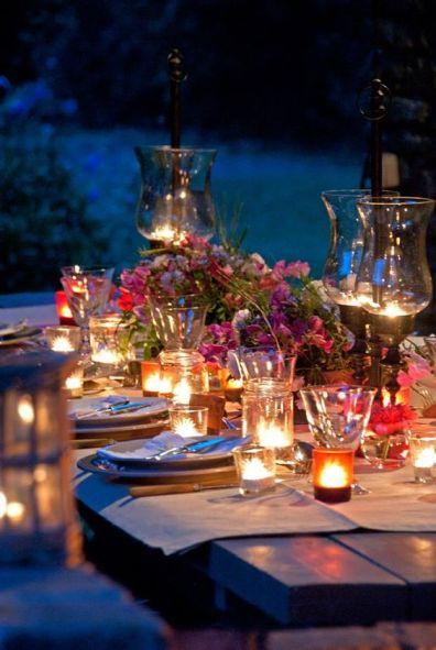 romanticismo grazie alle lanterne a tavola