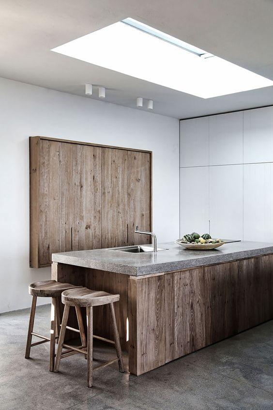 top cucina in pietra abbinato con il legno