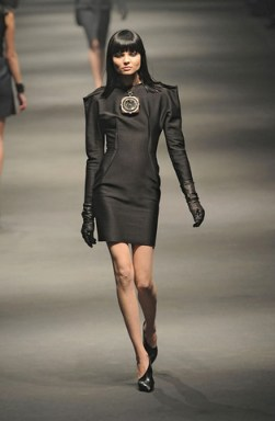 Lanvin-FALL-RTW-2010-PODIUM-007_runway