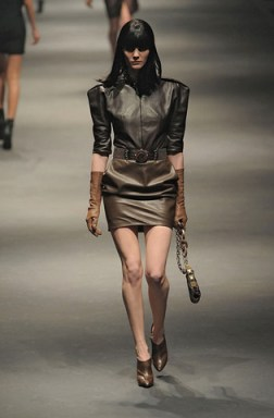 Lanvin-FALL-RTW-2010-PODIUM-026_runway