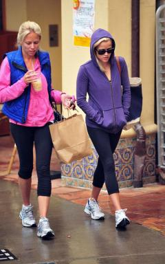 reese-witherspoon-052710-8