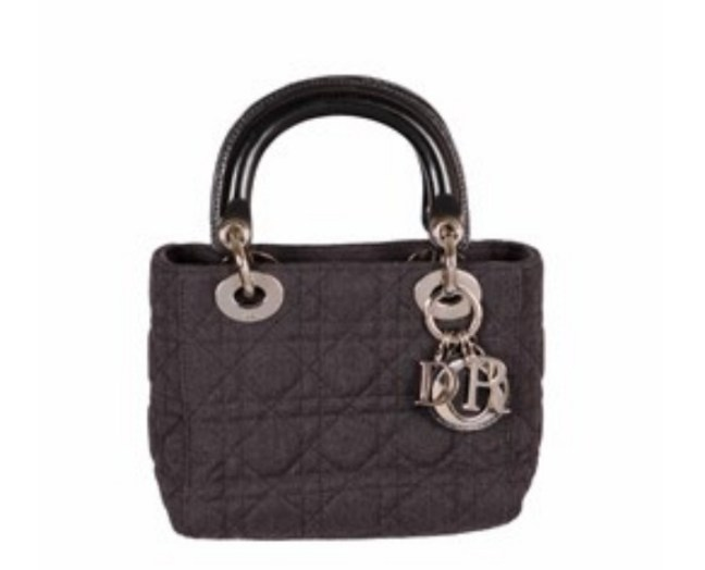 e0a7857a53 Lady Dior  Μία πανάκριβη τσάντα την οποία μπορείς να ενοικιάσεις (σε ...