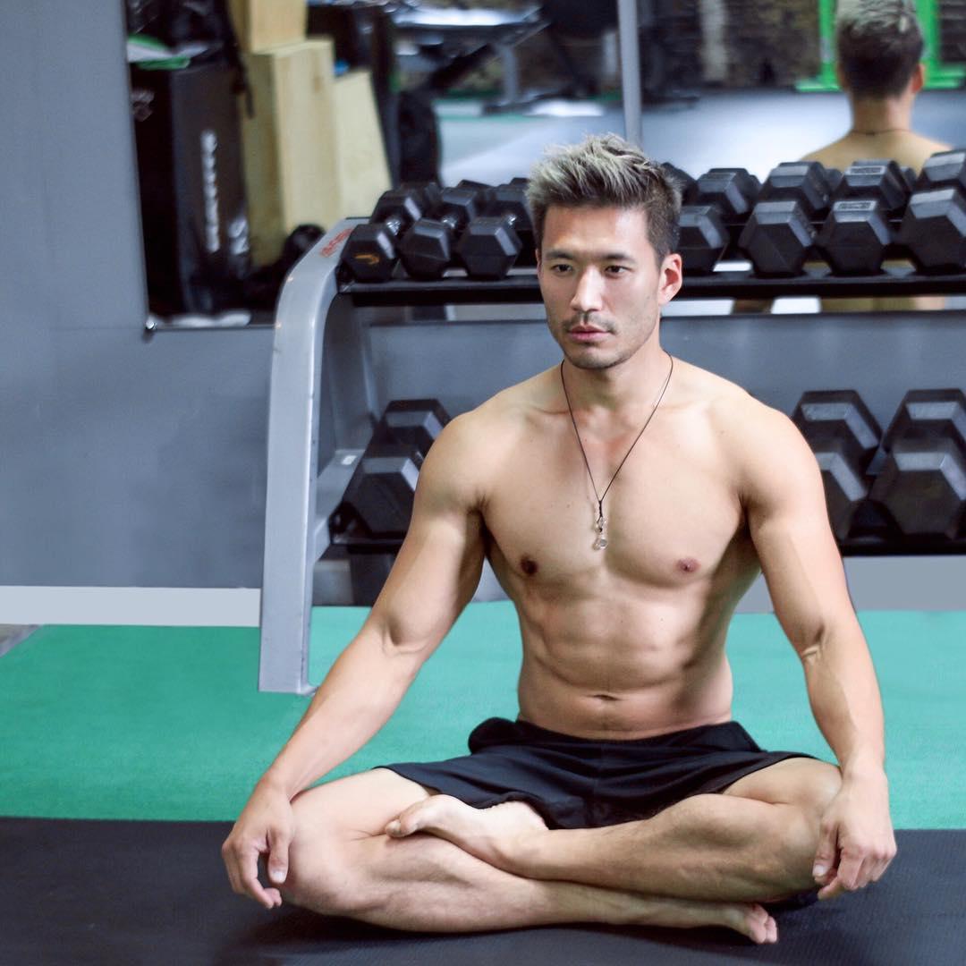 Kevin Kreider meditating
