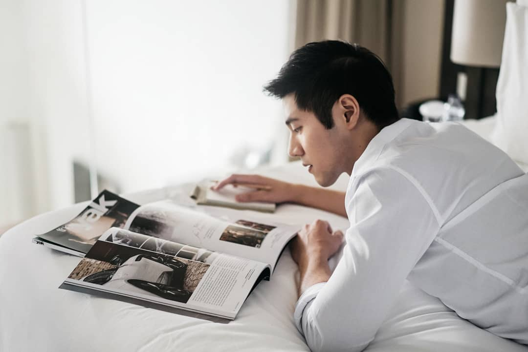 Justin Foo reading magazine