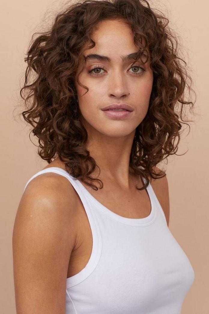 Hairstyles for shoulder long hair Shag hair cut with bangs