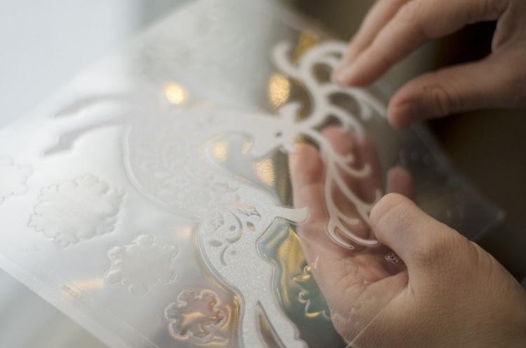 selbstklebende Bilder für Fenster, Spiegel und andere Glasoberflächen
