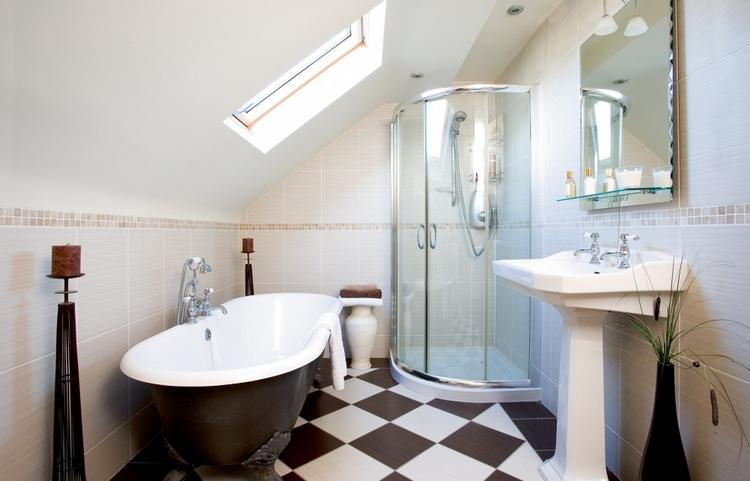 la salle de bains sous les combles 26 bonnes idees utiles