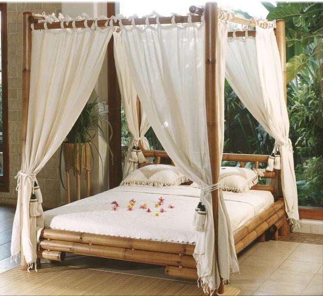lit baldaquin en bois ou fer pour une