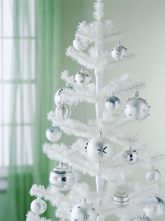 décoration du sapin de Noël blanc-boules-blanches