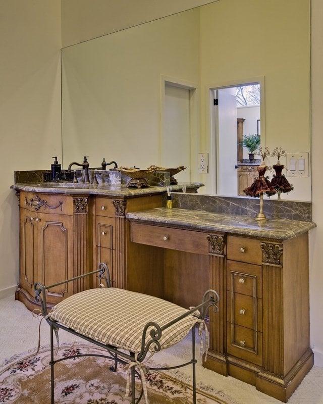 decoration salle de bains ancienne meubles bois massif