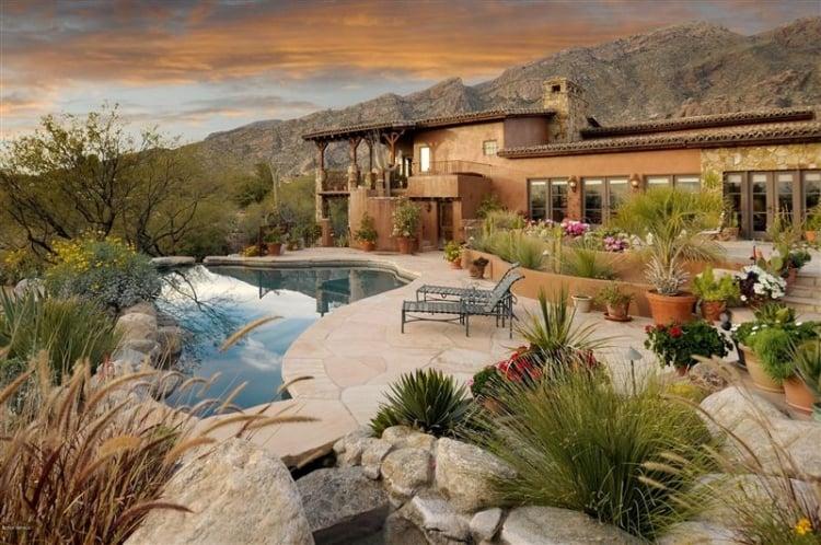 terrasse et jardin idees amenagement piscine chaises longues