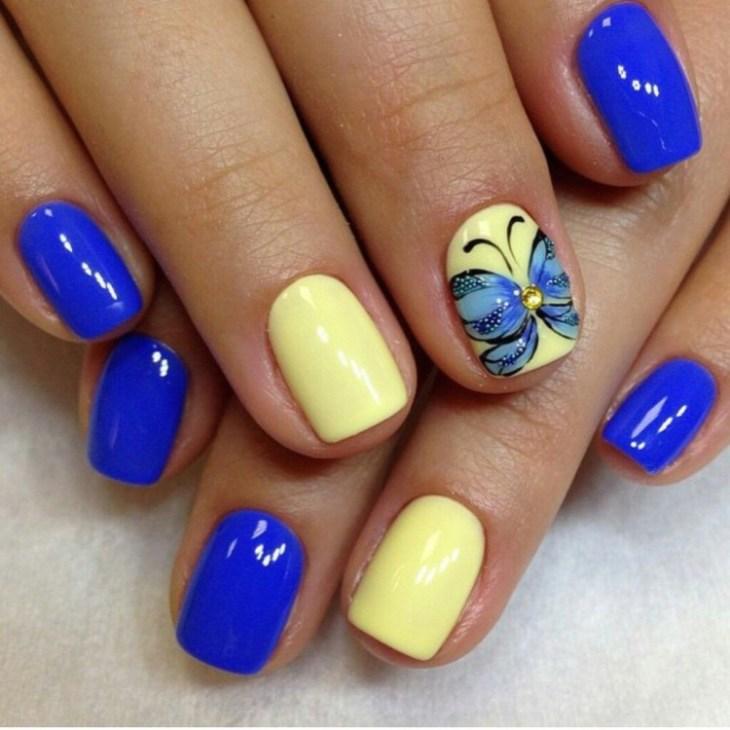 vernis-shellac-manicure-bleu-électrique-jaune-pastel-bijoux