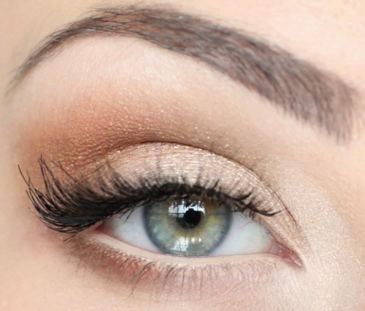 idees-maquillage-ete-fard-paupières-or-pailleté-mascara2
