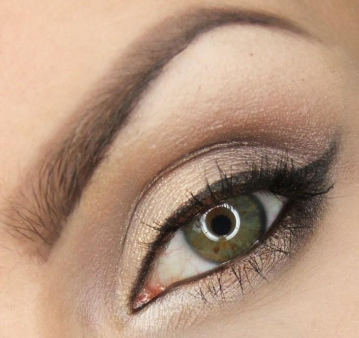 idees-maquillage-ete-fard-paupières-paileté-or-crayon-noir-mascara