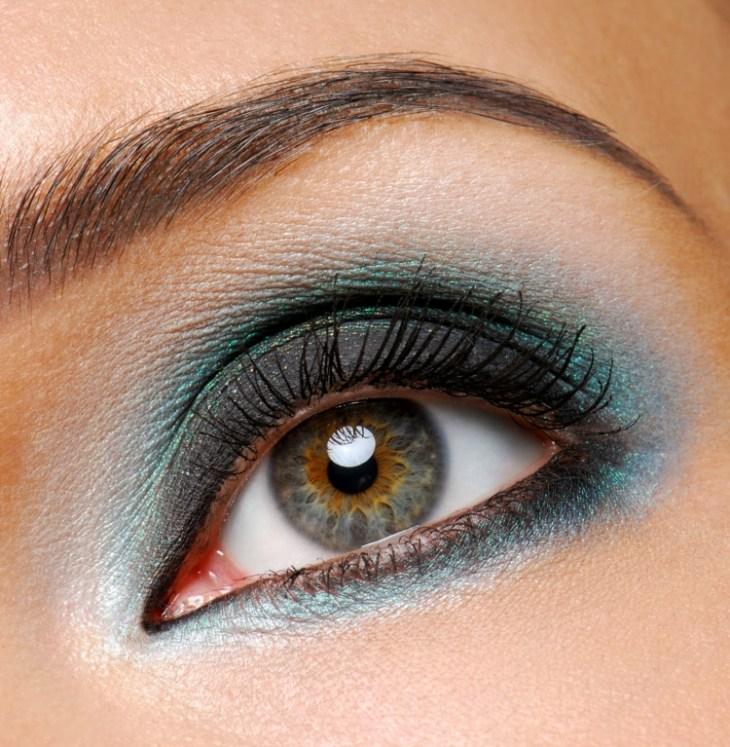 idees-maquillage-ete-mascara-fard-paupières-noir-bleu-pailleté idées maquillage